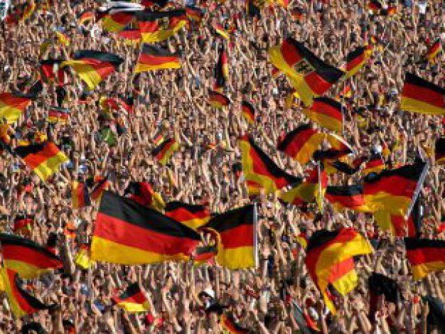 Fußball-WM live auf Großbildleinwand